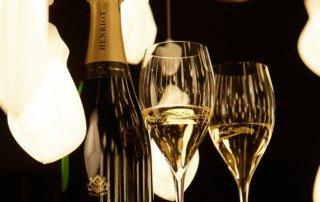 Champagne et lustres